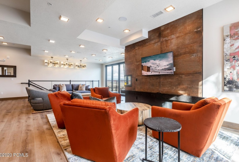 12 Owners Lounge